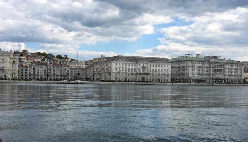 Der Blick auf die Piazza Unità