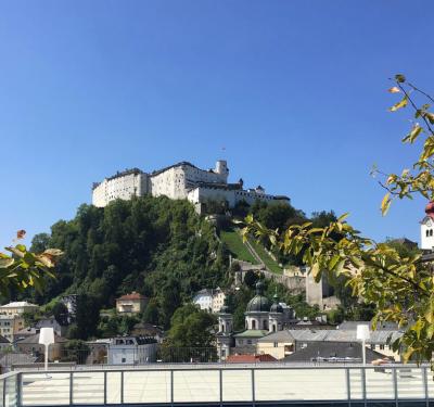 Blick auf die Festung von der Terrasse des Unipark Nonntal