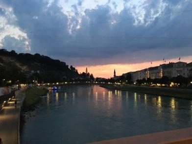 Salzburg Stadt bei Nacht