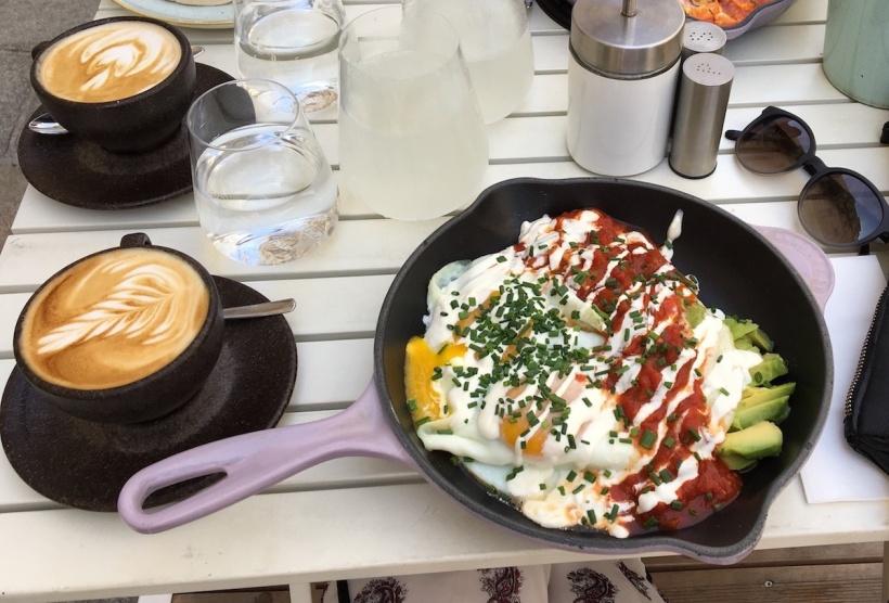 Frühstück im Cafe Telegraph in Wien
